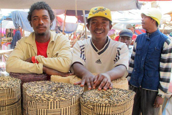 RAFFIA VENDORS IN MADAGASCAR