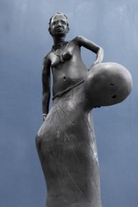 scultura artigianale d'arte africana
