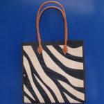 ZEBRA square bianca - borsa artigianale in rafia realizzata a mano in Madagascar