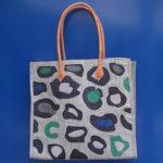 LEOPARD square grigia - borsa artigianale in rafia realizzata a mano in Madagascar