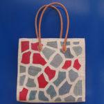 GIRAFFE square rossa - borsa artigianale in rafia realizzata a mano in Madagascar
