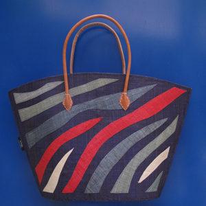 borsa artigianale in rafia realizzata a mano in Madagascar