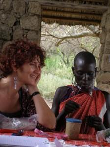 Francesca Torri Soldini assieme ad una donna Masai