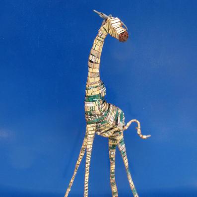 giraffa in latta riciclata