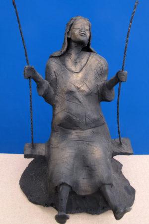 Scultura in cotto dipinta con acrilico di colore nero e spazzolata a bronzo